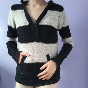 GARAGE knitted V neck sweater with hood